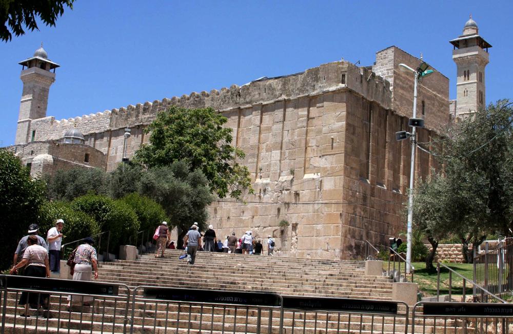 الشعبية تحذر من زيارة نتنياهو إلى الحرم الإبراهيمي الشريف