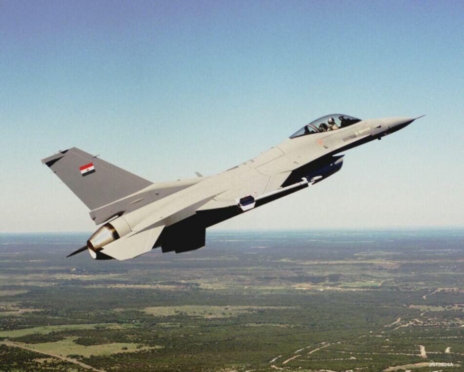 """سلاح الجو المصري يقصف مواقع """"داعش"""" في ليبيا"""