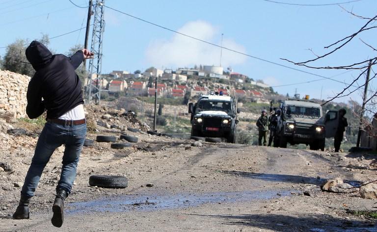 عشرات الإصابات في مسيرات في الضفة الغربية إحداها بالرصاص الحي