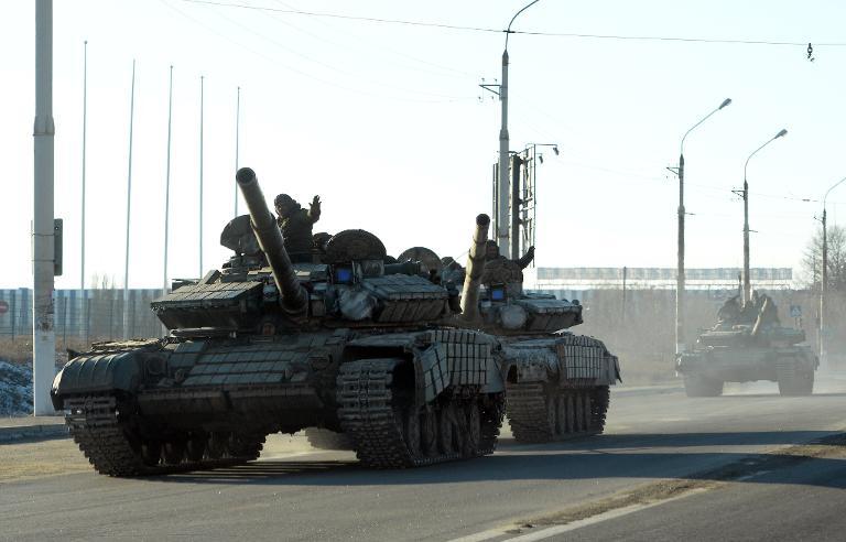 اتفاق بين كييف والمتمردين على بدء سحب أسلحة ثقيلة من خط الجبهة