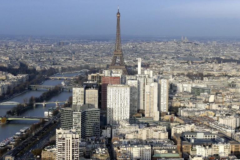 السلطات الفرنسية لم تحل اللغز: 5 طائرات بدون طيار بسماء باريس