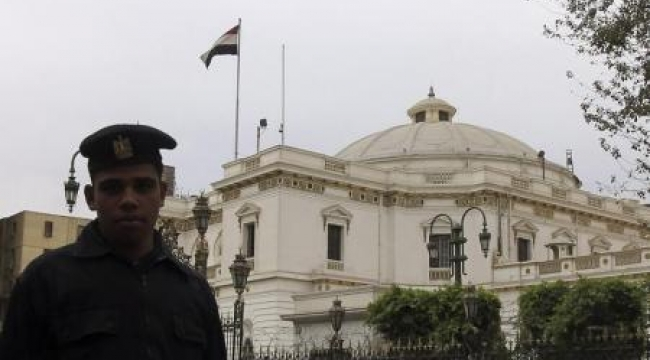 القضاء الإداري المصري يوقف إجراء الانتخابات التشريعية