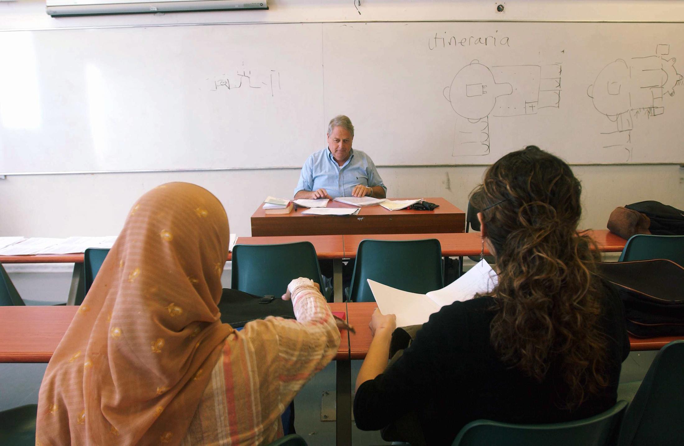 معطيات رسمية: أجر المرأة العربية أعلى من أجر الرجل العربي