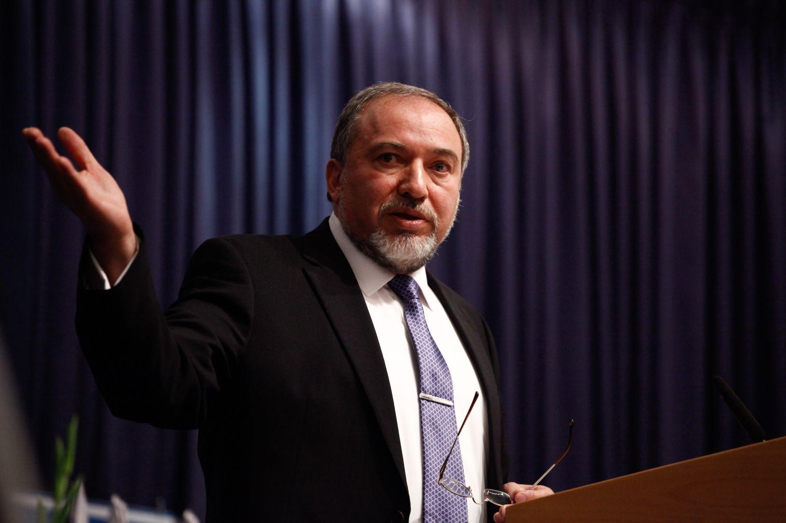 ليبرمان يتوعد الفلسطينيين بصفة وزير أمن