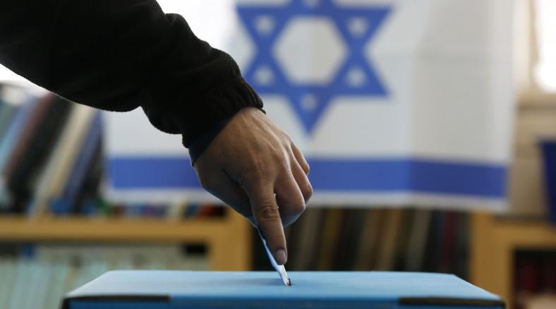 المعكسر الصهيوني يتفوق على الليكود والفجوة تتقلص بين نتنياهو وهرتسوغ