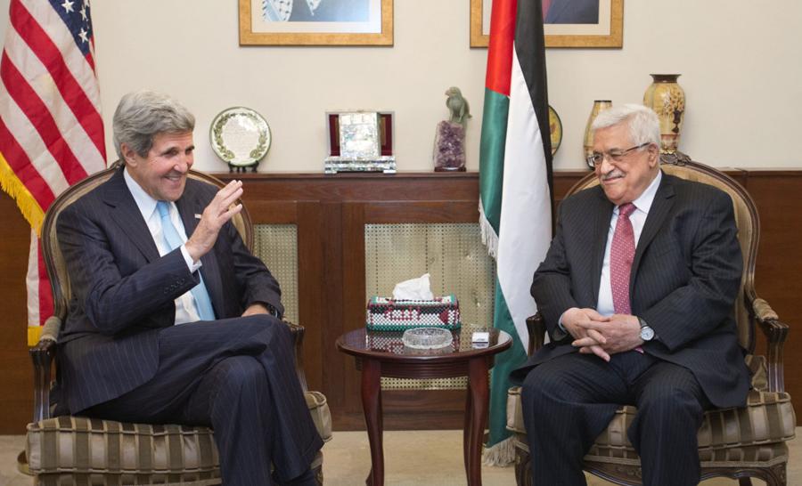كيري يبحث الأزمة المالية مع عباس ومكافحة داعش مع السيسي
