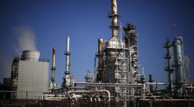 هبوط أسعار النفط إلى أدنى مستوى منذ 6 سنوات