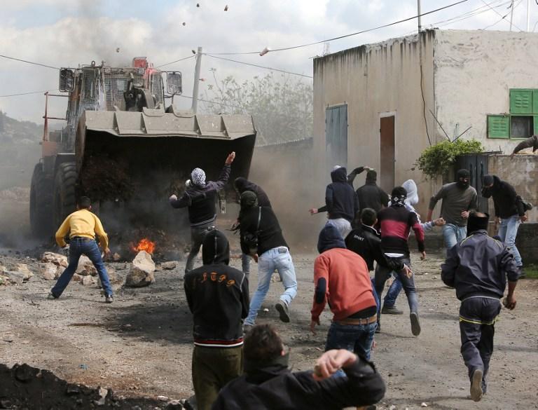 إصابة العشرات بينهم طفل في قمع مسيرات الضفة الغربية