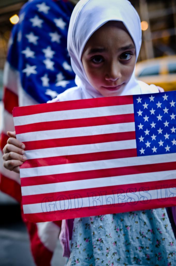 جدل حاد بعد أداء طالبة ولاء القسم باللغة العربية في مدرسة في نيويورك