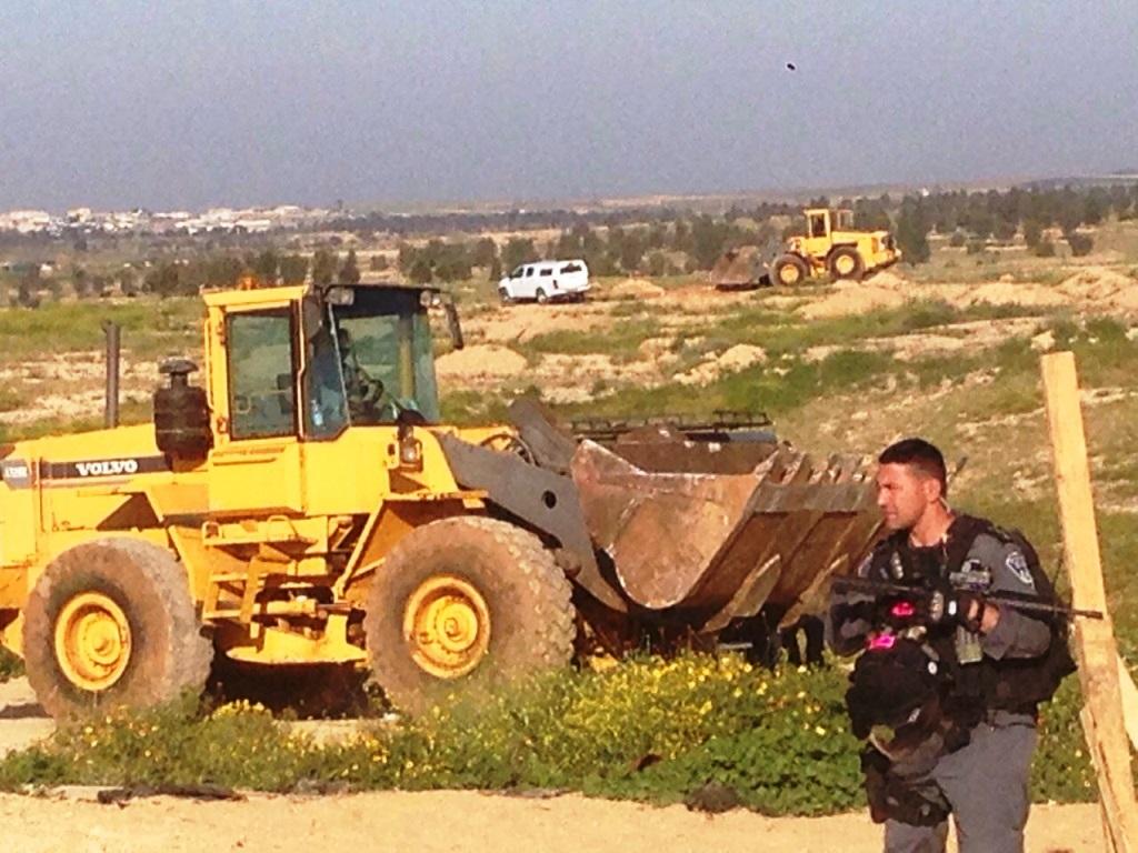 إسرائيل تواصل مسلسل التهجير  والهدم بالنقب