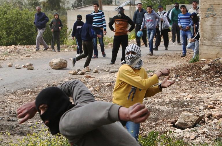 إسرائيل: عباس يواجه صعوبة متزايدة بالسيطرة على نشطاء فتح