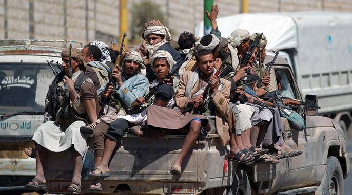 إجلاء الدبلوماسيين العرب والأجانب من عدن وقصف رتل للحوثيين
