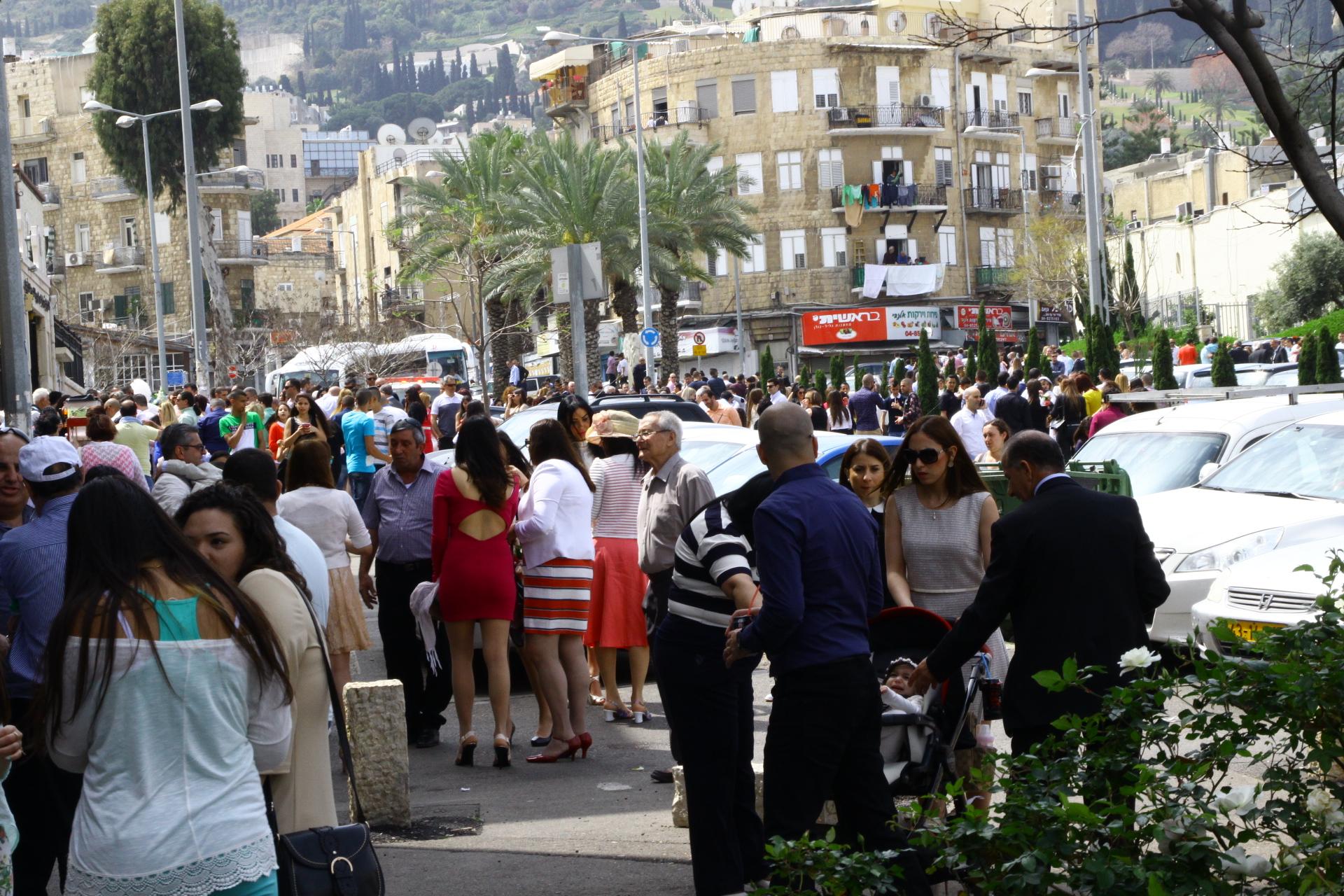 حيفا: المئات يحتفلون بأحد الشعانين
