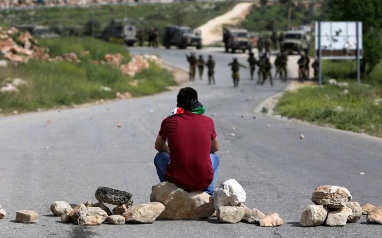 إصابات برصاص الاحتلال واختناق العشرات في النبي صالح وبلعين