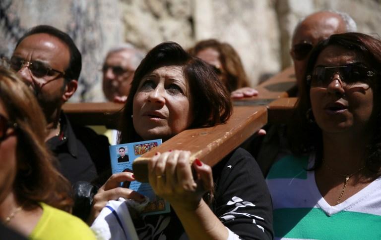 الآلاف في درب الآلام في القدس