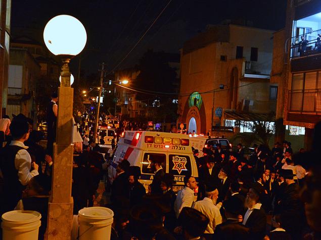 مقتل مشيّع وإصابة 100 آخرين بتدافع خلال جنازة حاخام
