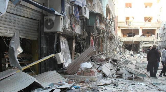 """""""داعش"""" يسلم مواقعه في اليرموك والنظام يواصل القصف"""