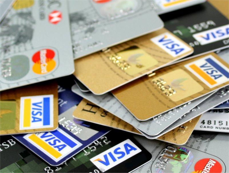 عشرات العرب ضحايا للتحايل والسرقة عبر بطاقات الائتمان