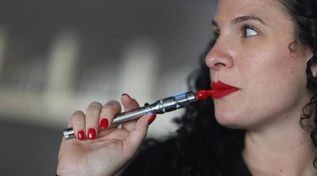تزايد استخدام السجائر الإلكترونية وتراجع السجائر التقليدية