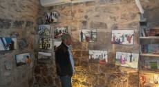 معرض فني يجسد معاناة الأسرى والأسيرات بالسجون الإسرائيلية