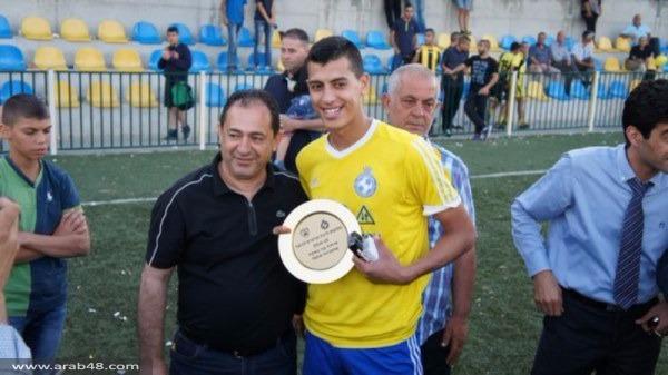 رئيس البلدية يسلم شبيبة اتحاد أبناء باقة درع البطولة