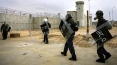 توتر في معتقل جلبوع وإدارة السجون تعاقب الأسرى