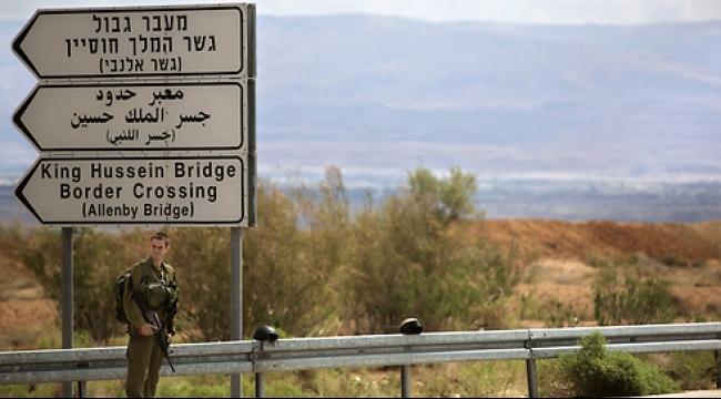 معبر اللنبي: إسرائيل تمتنع عن محاكمة رجال أمن سرقوا فلسطينيين