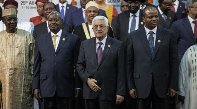 """من جنوب أفريقيا: عباس يكتفي بالدعوة لـ """"مقاطعة المستوطنات"""""""