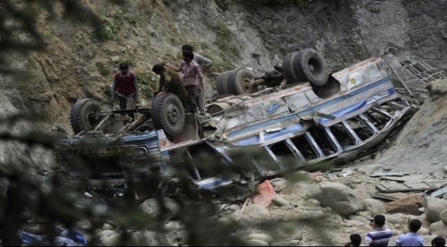 الهند: مصرع 15 شخصا في سقوط حافلة