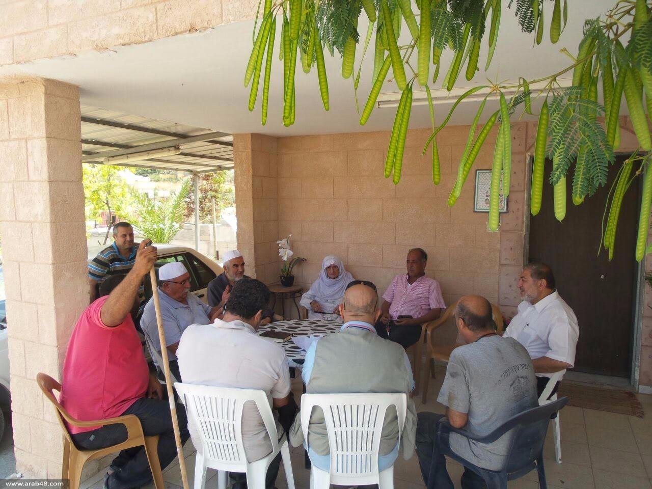 لجنة الحريات تزور أهالي الأسرى في رمضان