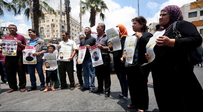 الاحتلال يوغل بقمع الأسرى: إهمال طبي وتعذيب واعتقالات إدارية
