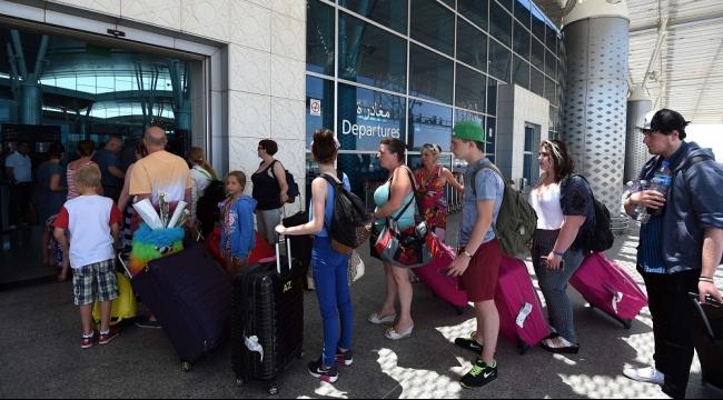 شركتان بريطانيتان تعيدان آلاف السائحين من تونس