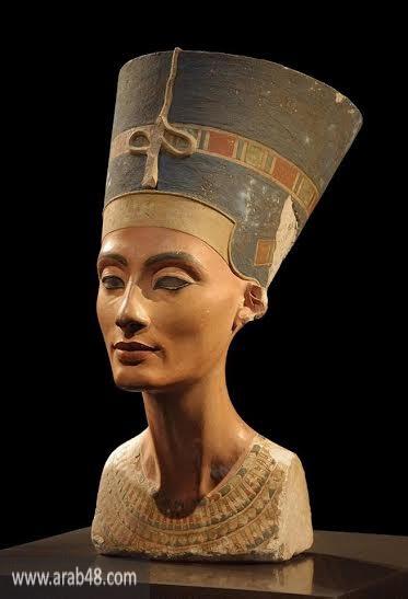 """المصريّون يسخرون من تمثال حديث لـ""""نفرتيتي"""" ويشبهونه بعهد السيسي"""