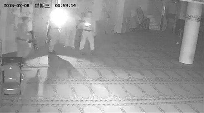 زلفة: الشرطة تقتحم مسجدا بادعاء البحث عن عمال فلسطينيين