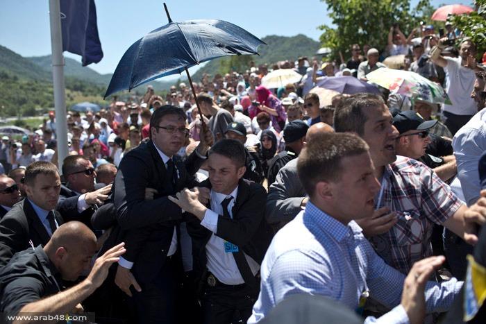 في ذكرى سريبرنيتشا: رشق رئيس الحكومة الصربية بالحجارة والأحذية