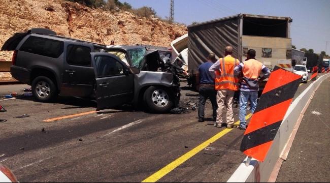إصابات خطيرة بتصادم شاحنة مع مركبة خصوصية قرب عيلبون