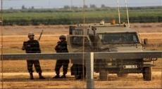 الاحتلال يستهدف مزارعين شرق خان يونس ويقيم سواتر ترابيّة