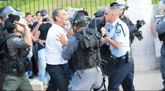 """""""ماحاش"""" تغلق التحقيق باعتداء الشرطة على زحالقة"""