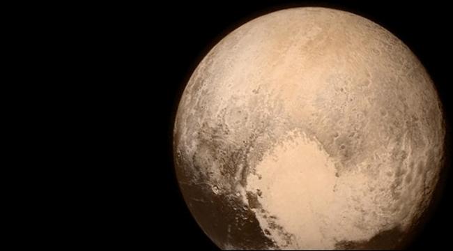 العلماء في حيرة بعد رصد تكوينات مضلّعة الشكل على سطح بلوتو