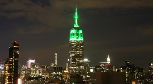 """نيويورك: إضاءة """"إمباير ستايت"""" باللون الأخضر احتفالا بعيد الفطر"""