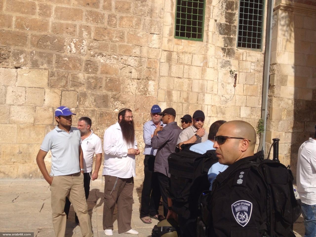 المستوطنون يقتحمون الأقصى ثانية وتجدد المواجهات مع الاحتلال