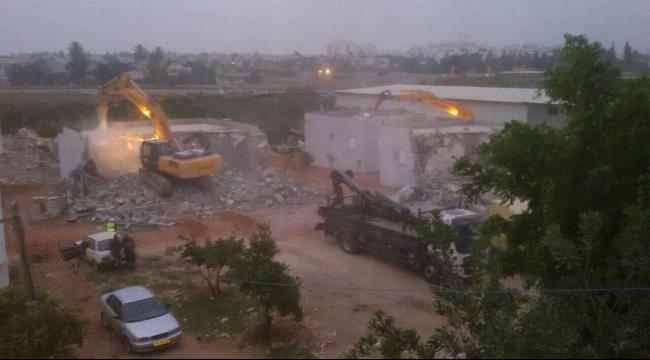 هدم 3 منازل في قرية دهمش (فيديو)