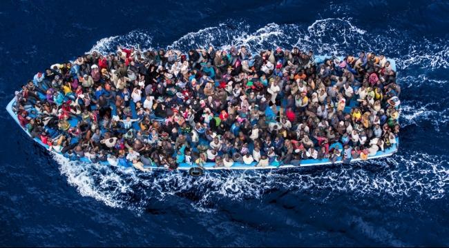 انقلاب قارب يقل 700 مهاجر غير شرعي