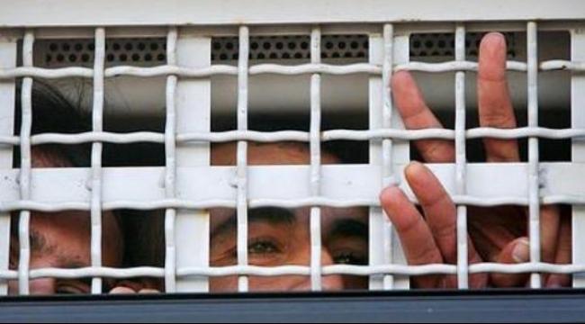 120 أسيرا في نفحة يعلنون إضرابهم عن الطعام