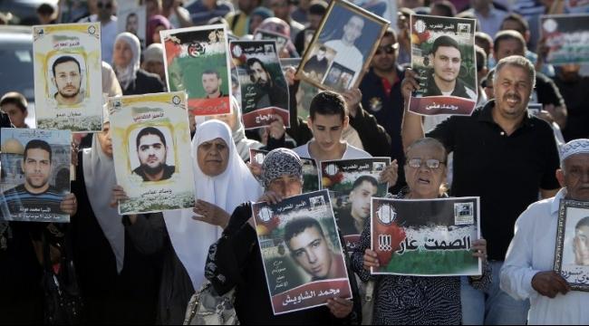 120 أسيرا في نفحة يعلنون الإضراب عن الطعام
