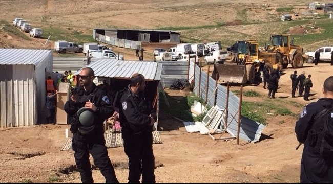 السلطات الإسرائيلية تصادر أغناما وخزان مياه خلال الهدم بأم الحيران