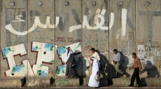 تقرير: جدار الفصل العنصري  يحول الأحياء المقدسية لمنطقة عشوائية
