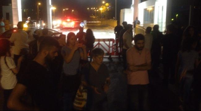 المعتصمون في مشفى برزيلاي مع والدة علان يعلنون إضرابهم عن الطعام