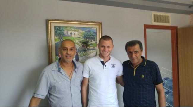 أخاء الناصرة يتعاقد رسمياً مع المهاجم عمري رون