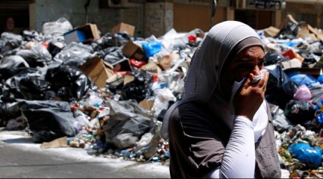 """أزمة النفايات: """"طلعت ريحتكم"""" صرخة غضب لبنانية بوجه المسؤولين"""